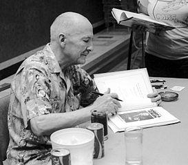 RAHeinlein_autographing_Midamericon_ddb-371-14